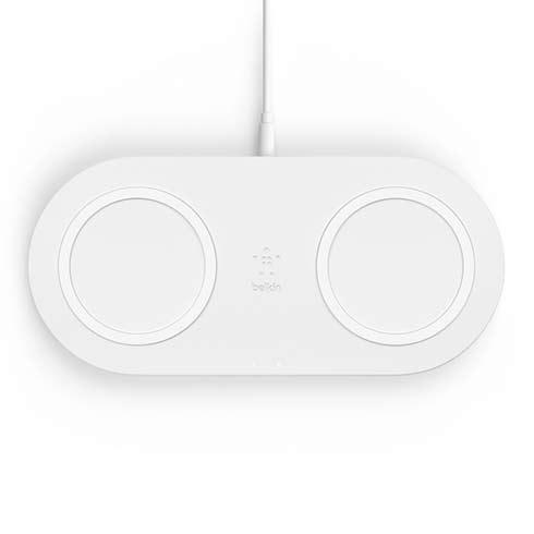 BELKIN Qi dualní podložka, 2x10W s adaptérem, bílá