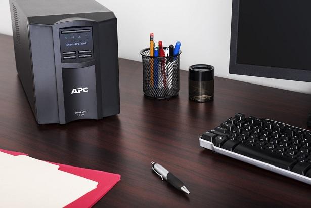 APC Smart-UPS 3000VA LCD 230V with SC