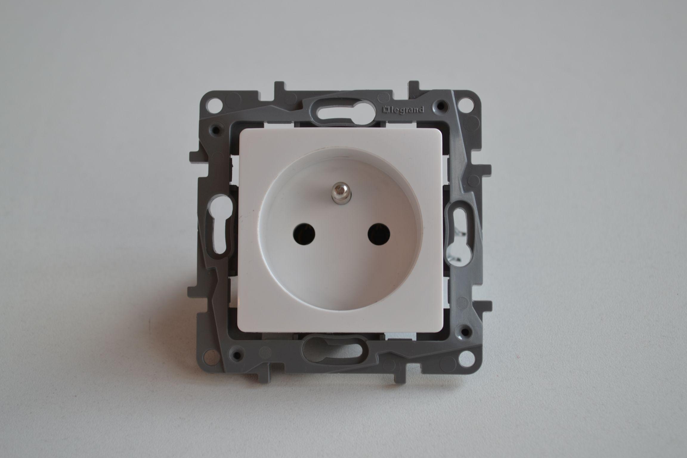 NILOE zásuvka 2p+ t 16A bílá - 764540